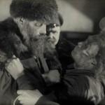 Купец Илья Чурилин избивает тунгуса Шекшеуля (ЦГАЛИ СПб. Ф. 168 Оп. 1 Д. 12 Л. 118)
