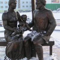 Памятник Семёну Дежнёву и его семье