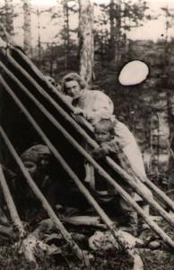 В.А.Клафтон в эвенкийском стойбище на р. Тембенчи, июль 1927 г.