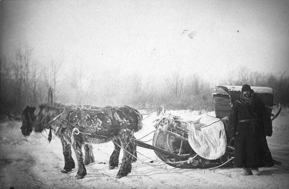Джордж Кеннан в Сибири около саней. Фотография Дж.Фроста