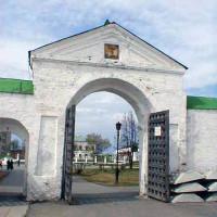 Святые ворота Софийского двора в Тобольске. Фото с сайта vtobolsk.ru