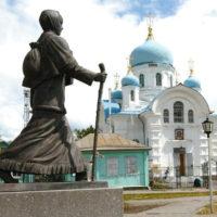«Прасковье Луполовой, явившей миру подвиг дочерней любви» (памятник в г. Ишим)