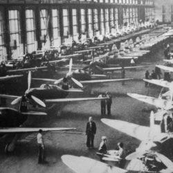В цеху авиастроительного завода №153 (им. В.П. Чкалова) в годы Великой Отечественной войны
