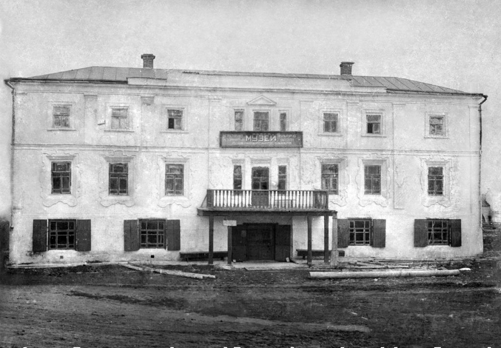 Старое здание Енисейского краеведческого музея на Площади Диктатуры Пролетариата, фото из архива музея